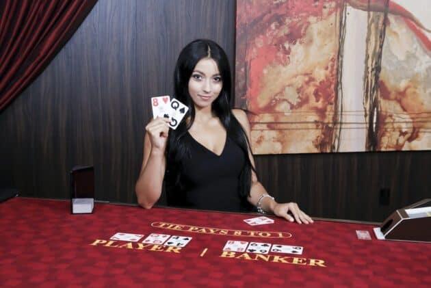 So sanh hai game bai bom tan: Blackjack va Baccarat