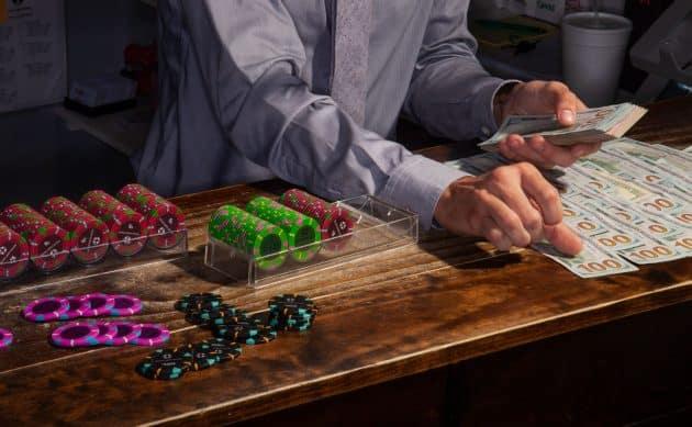 Ly do nguoi choi ao tuong khi choi Poker online